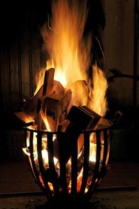 Es ist Geschmackssache ob man eine Feuerschale oder einen Feuerkorb wählt