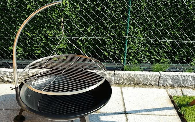 Feuerschale mit Schwenkgrill